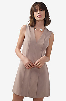 Seamed V-Neck Shift